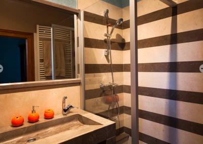 salle de bains pierre